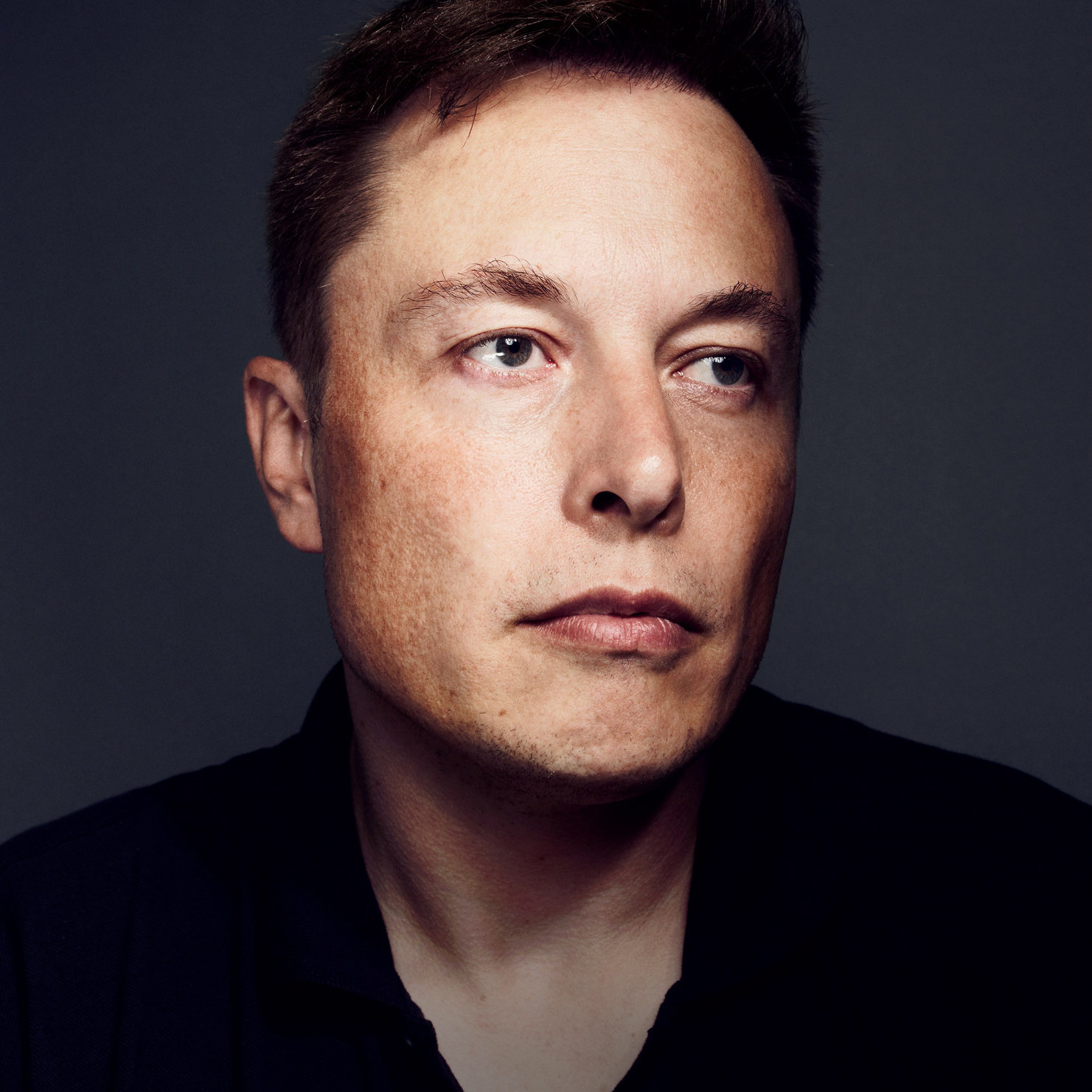 Peter Thiel Y qué puede hacer este coche Elon Musk Mira esto! Pisó el acelerador a fondo y en ausencia de control de tracción inició un trompo que lo